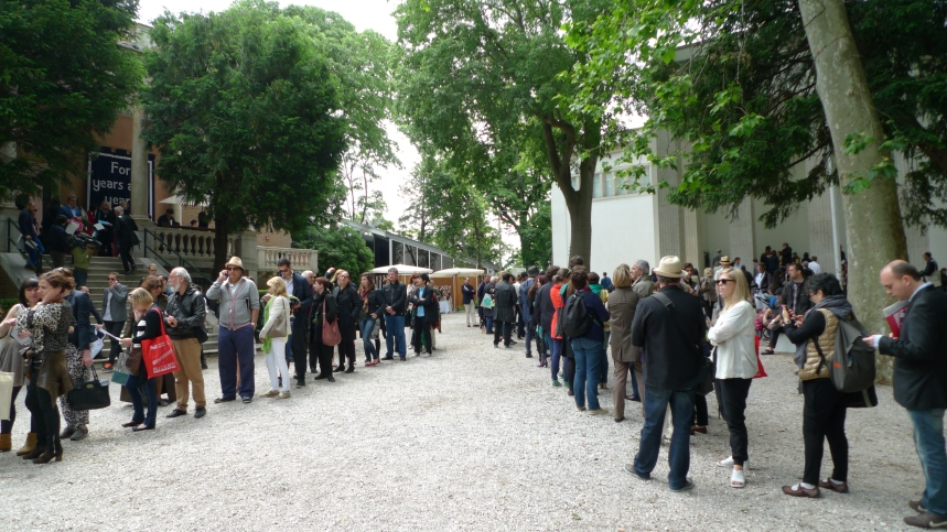 Endless queues at the French and German pavilions